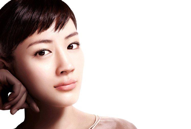現代3C產品發燒,現代女性用眼過度,眼霜需求增溫。圖/SK-II提供
