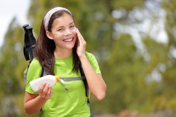 SPF30、PA++或以上的防曬,更要塗兩層,以保證每吋肌膚都有防曬的保護。圖/...