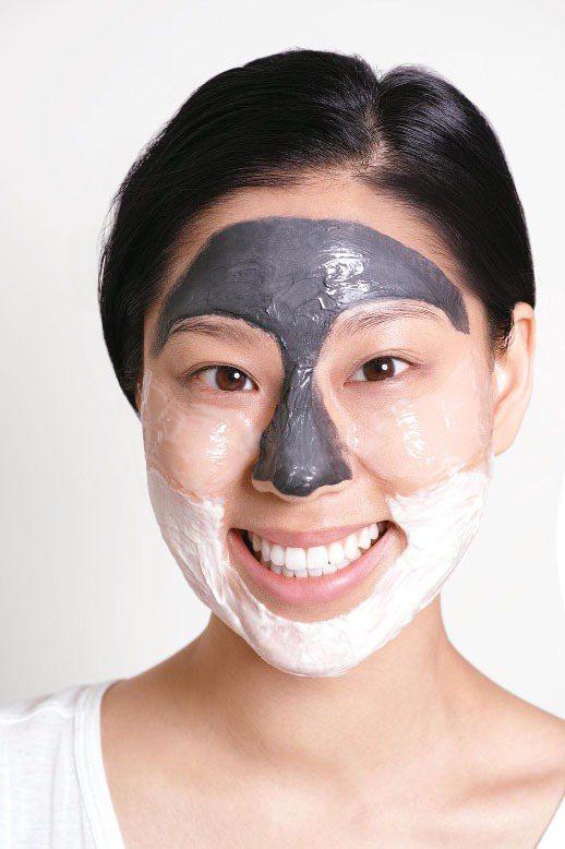 掌握面膜混搭概念,便能同時解決肌膚出油、乾燥、暗沉以及痘痘等同時浮現的各種換季肌...