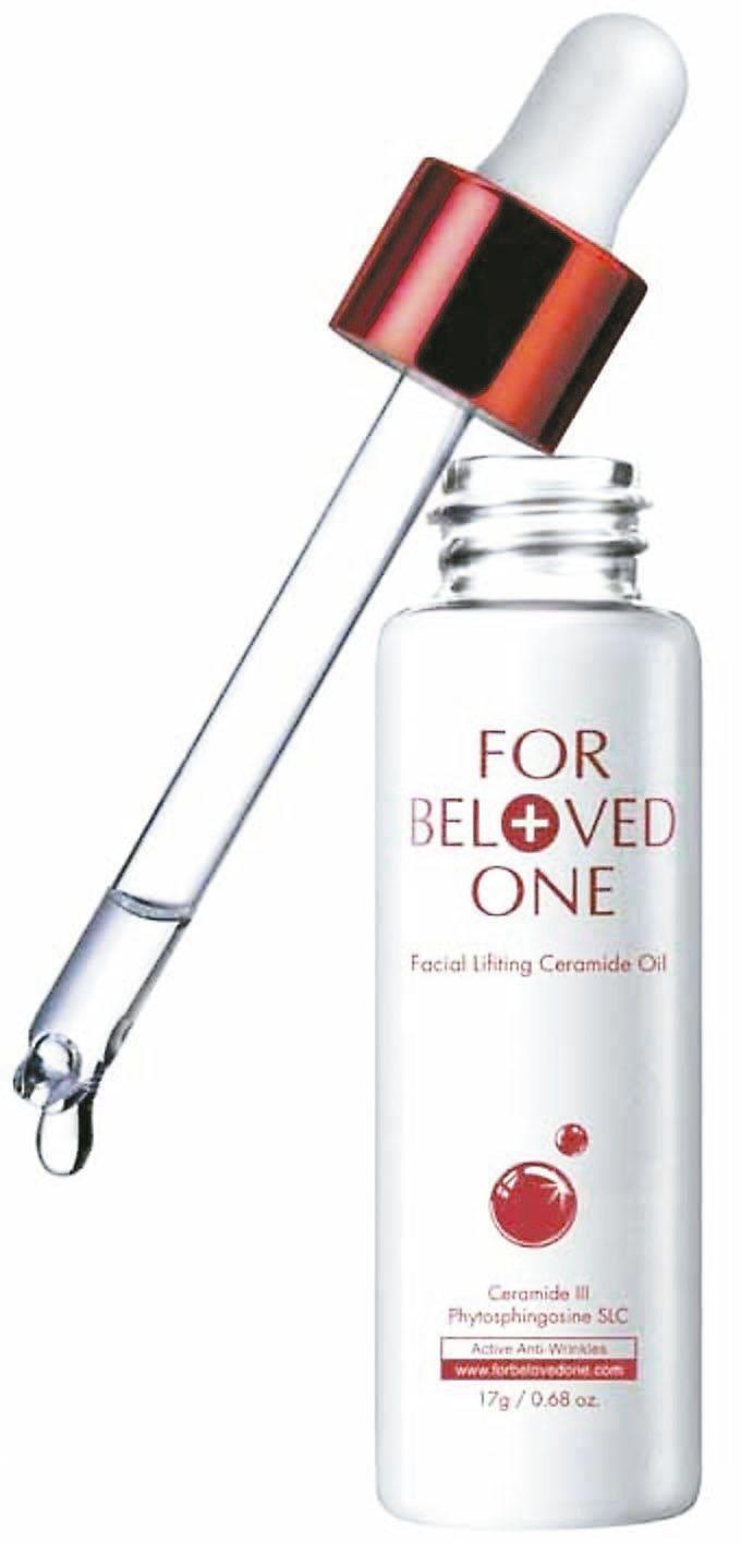 推薦:寵愛之名神經醯胺精華輕油,質地較輕盈,用於前導步驟,以荷荷芭油為基底,加入...