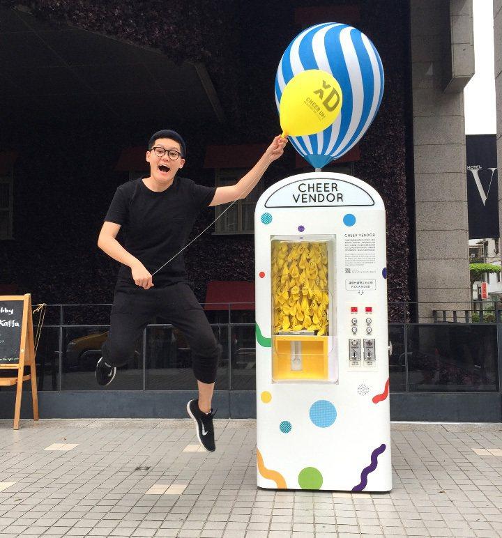 倩碧邀請藝術家王艾莉創作的快樂打氣機,是#StartBetter活動之一。圖/倩...