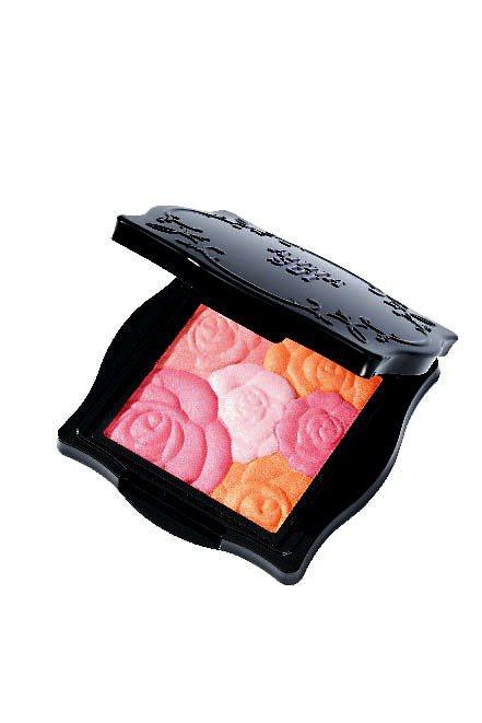 安娜蘇一口氣推6色魔顏精靈薔薇頰彩,不同顏色的花朵圖騰有不同功能。1,050元。...