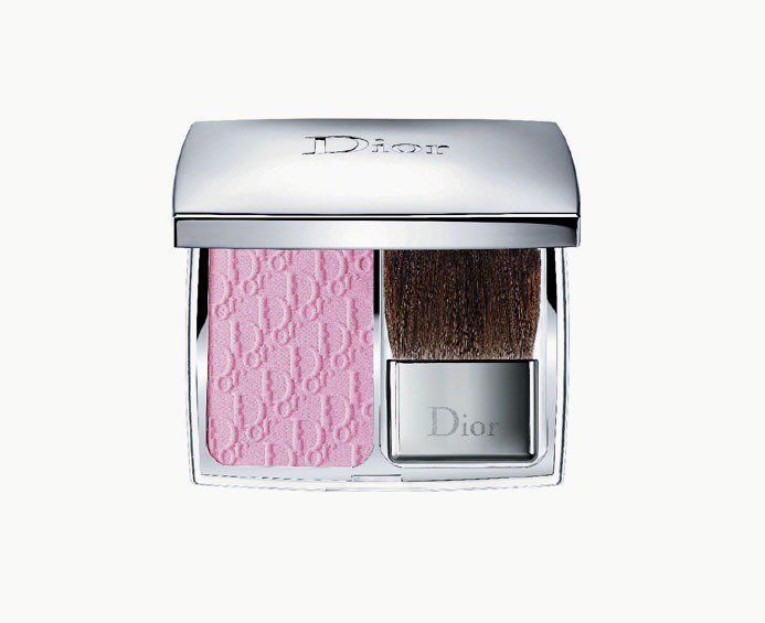 玫瑰粉頰彩略帶螢光粉紅,展現愉悅明亮感,注入清新水漾粉體科技,能呈現迷人嬌羞的模...