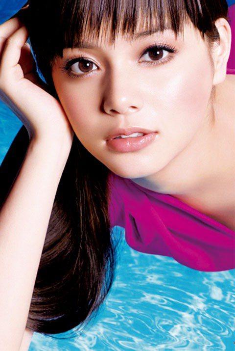 飽滿且色澤漂亮的雙唇,讓氣色變得很好,襯托膚色,讓整體妝容更迷人。圖/TVBS周...