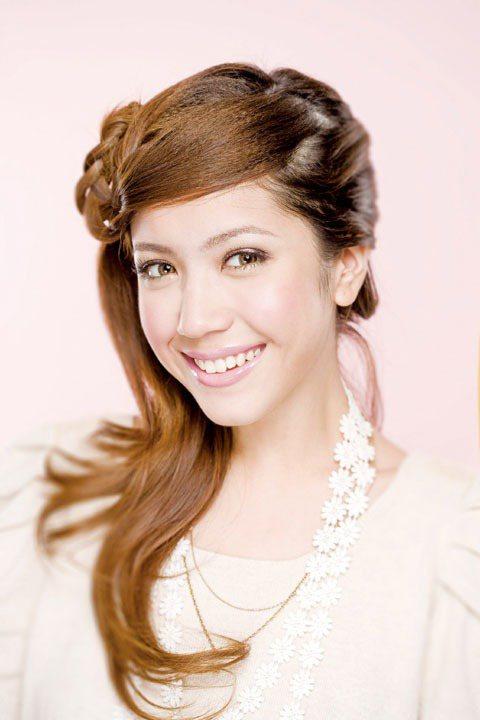 不掉色的唇妝為妝容加分。圖/TVBS周刊提供