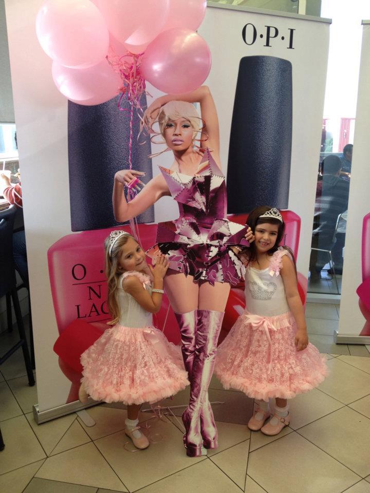 來自美國8歲女孩 Sophia姐妹「小小Nicki」。圖/she.com.tw提...