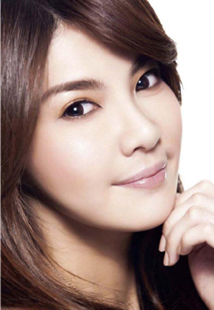 柔和粉彩色系復古雙眼皮妝。圖/she.com.tw提供