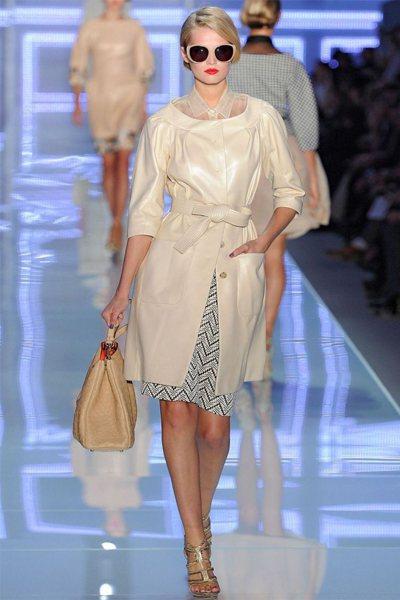 今年春夏少數品牌讓模特兒梳俐落短髮,展現活潑俏皮的一面。圖/達志影像
