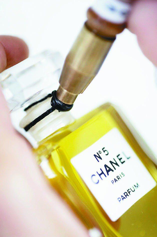 香奈兒N°5是品牌香水代表作。圖/香奈兒提供