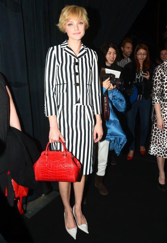Jessica Stam拎著以她命名的Stam Bag出席Marc Jacobs...