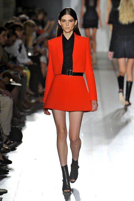 Kel Markey長髮時為Victoria Beckham走2013春夏秀。圖...
