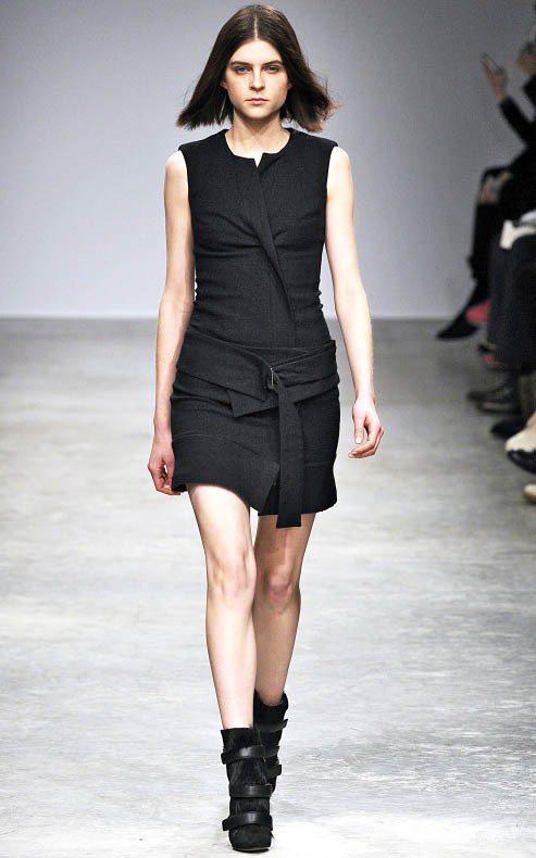 短髮Kel Markey清新的模樣、帶點個性的長相立刻引起時尚界設計師們的關注,...