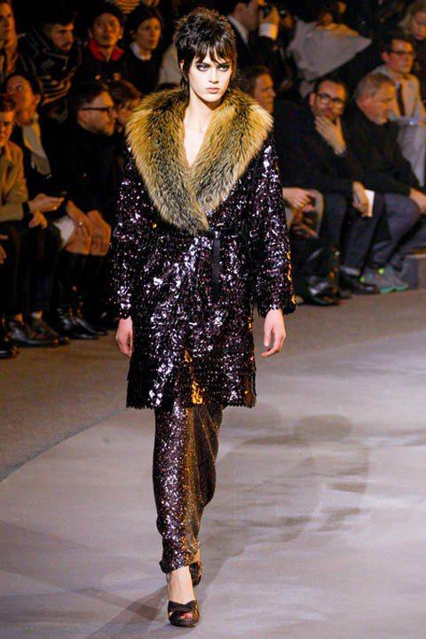 Marc Jacobs 2013秋冬系列的九○年代復古風格命名為「九○年代 Co...