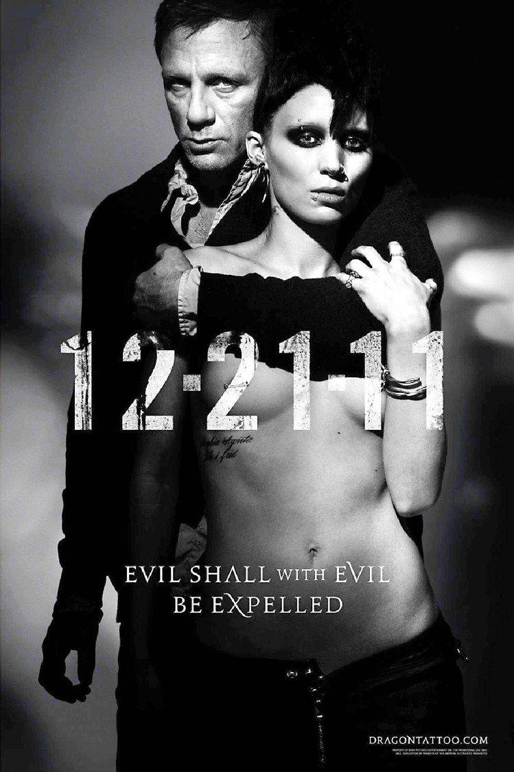 魯妮瑪拉2011年因為《龍紋身的女孩》而紅遍全球,成為各大時尚誌的新寵icon人...