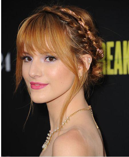 Bella Thorne搭配桃紅色唇彩更顯青春洋溢。圖/she.com Taiw...