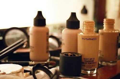 底妝系列產品則是依質地由濕到乾使用。圖/she.com Taiwan提供
