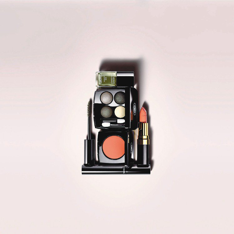 香奈兒秋妝首次推出色澤美艷的膏狀腮紅。圖/CHANEL提供