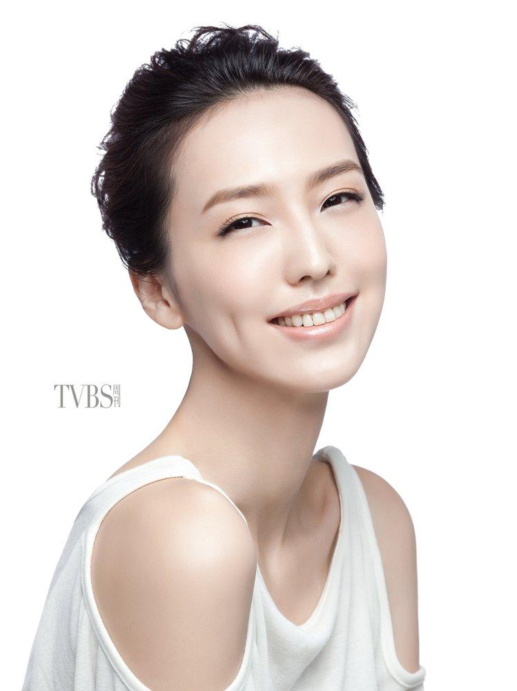 小凱老師:補妝不用補粉,而是讓底妝走山的地方重新歸位。圖/TVBS周刊提供
