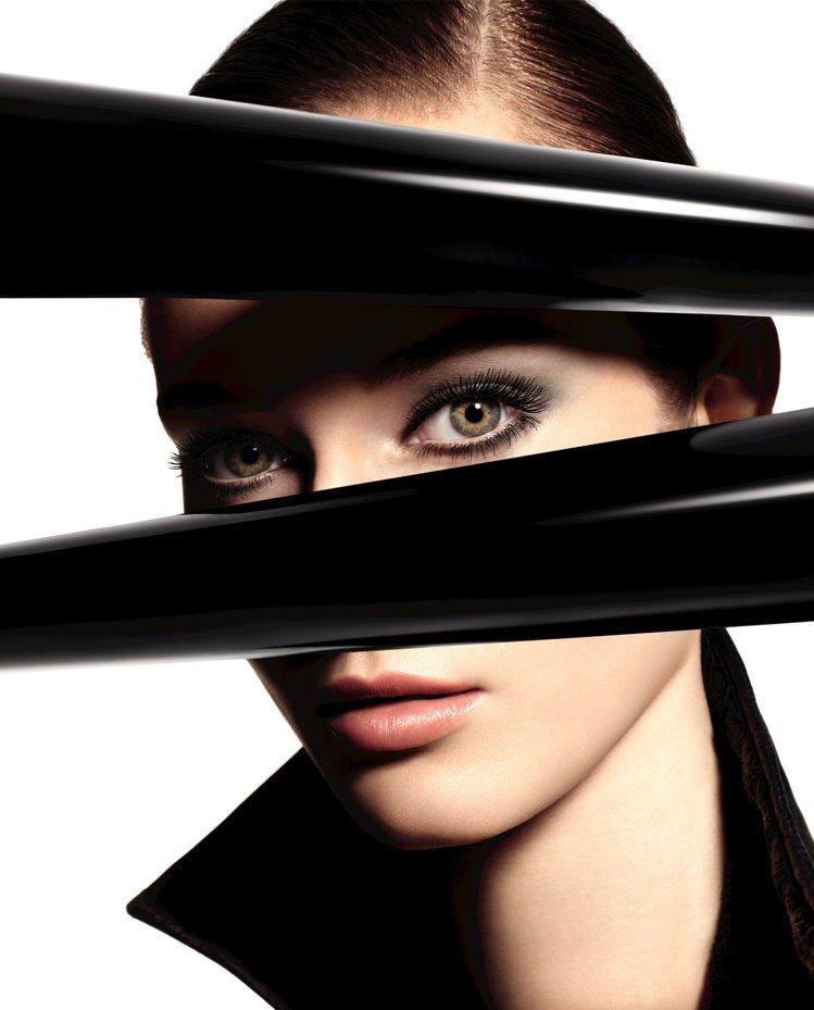 香奈兒推出全新完美比例濃密睫毛膏。圖/香奈兒提供