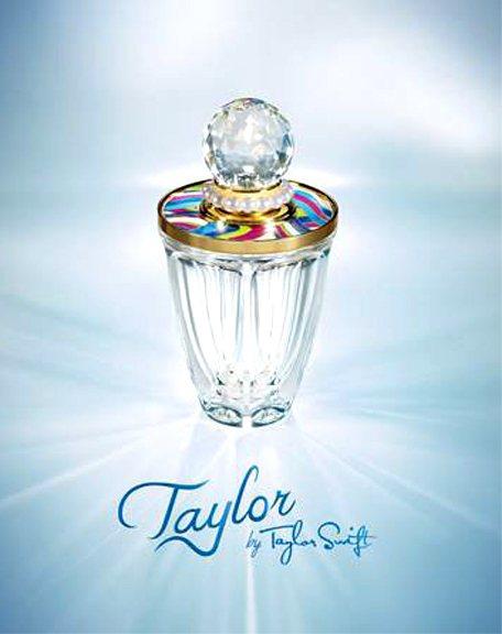 泰勒絲形容第三支女香《Taylor》味道是多重而且相當吸引人,帶有甜味的花香調為...