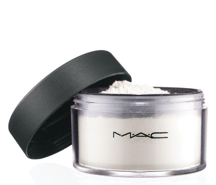 M.A.C PRO專業定妝蜜粉。圖/M.A.C提供