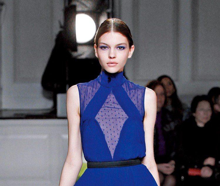 2013年的秋冬,服裝色調走向沉鬱,各大設計師品牌分分以藍色調拉提聲勢。Jaso...