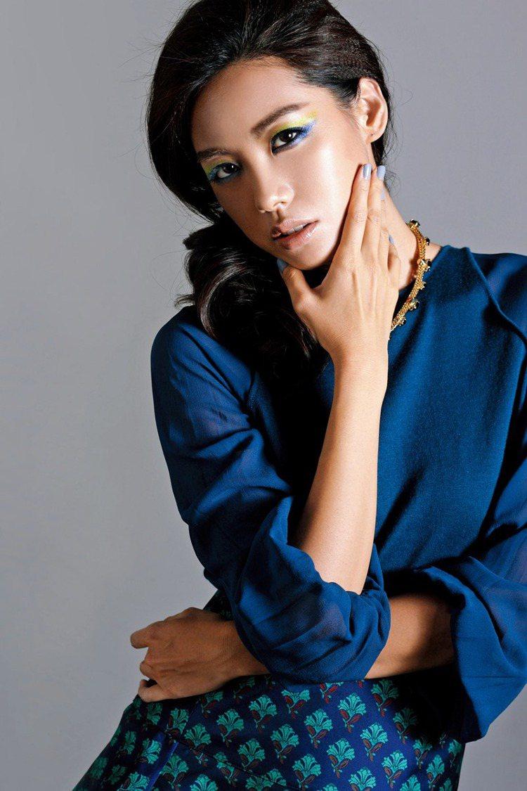 進階派:藍x綠眼妝,前衛高調。日常版裝容可將藍&綠色的範圍縮小「眼窩」內更實際。...