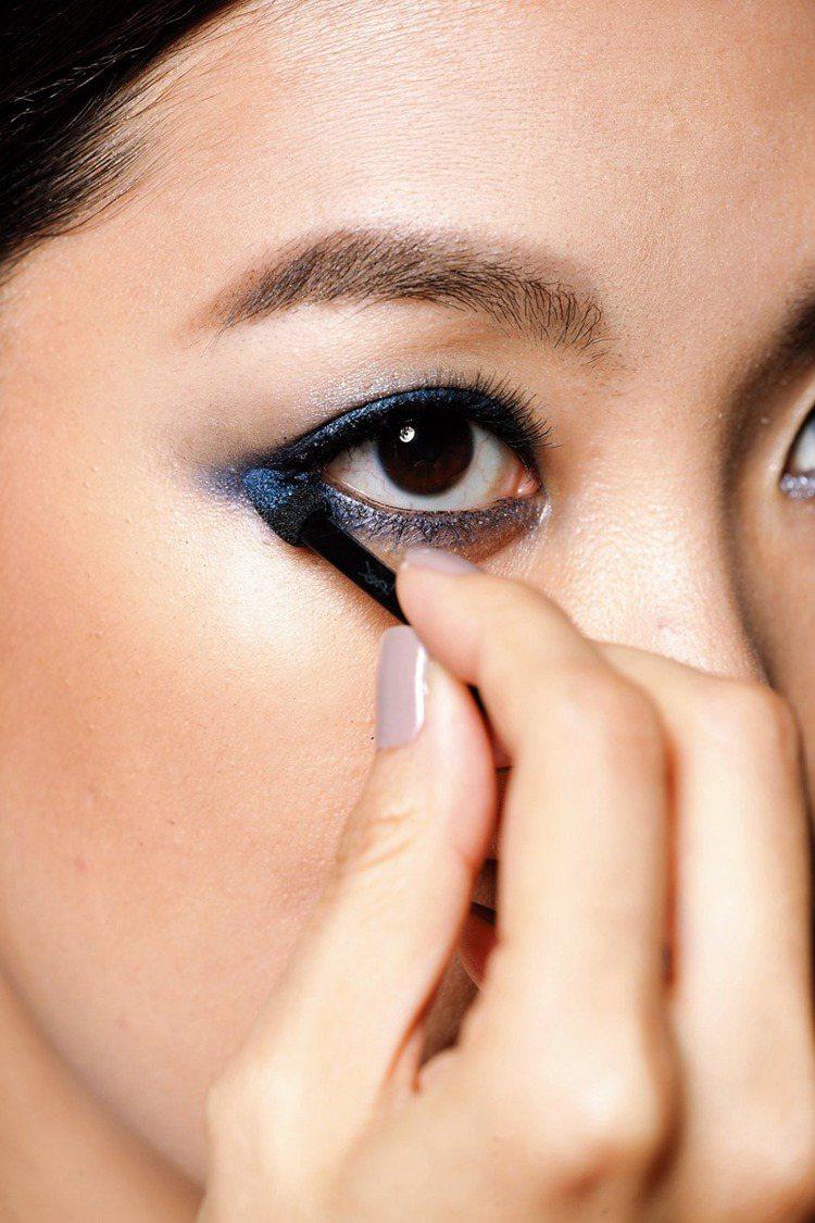 POINT2 「眼角」處確實填滿,眼妝飽和乾淨。圖/大美人