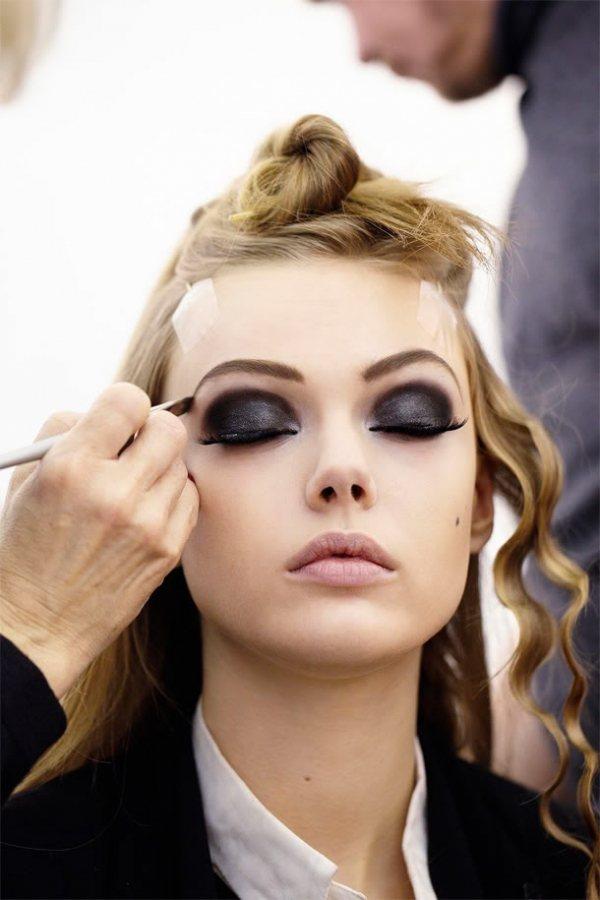 畫眼妝的順序竟然也會大大影響眼妝的持久度!要使眼妝保持完美,建議妳「先畫眼線再使...