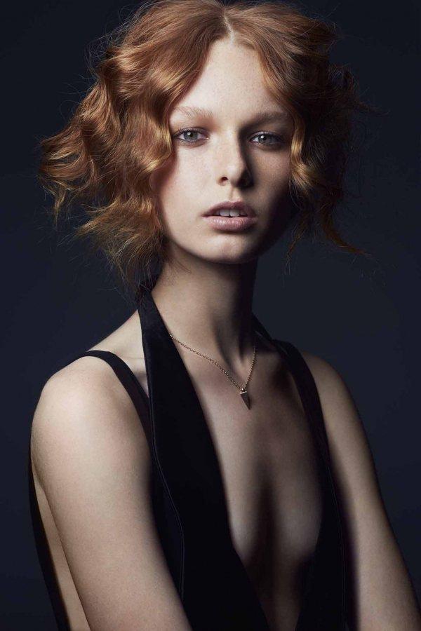 秋冬髮型揉合60年代與現代的流行元素,創造出復古新風貌。圖/she.com Ta...