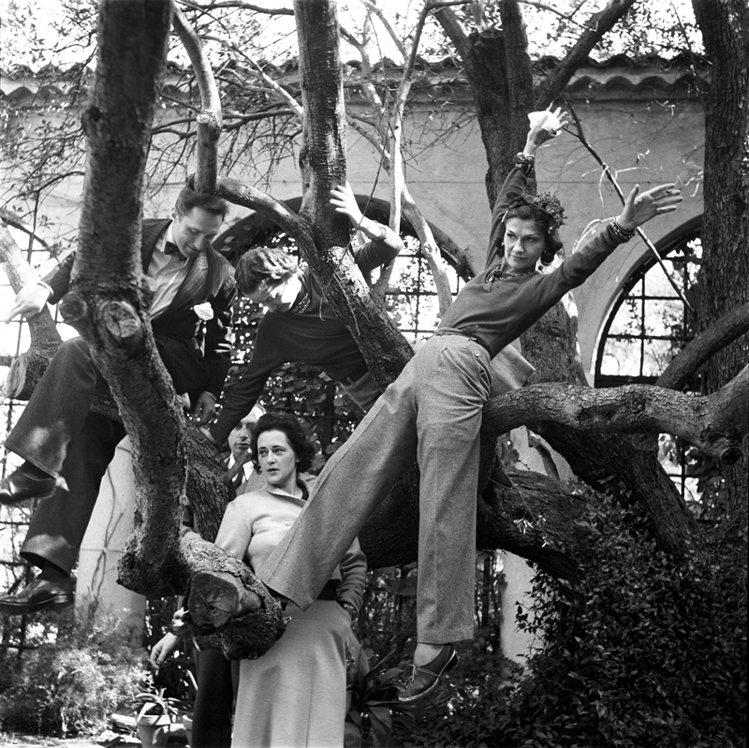 香奈兒女士在自己的別墅花園中/香奈兒。圖/大美人提供