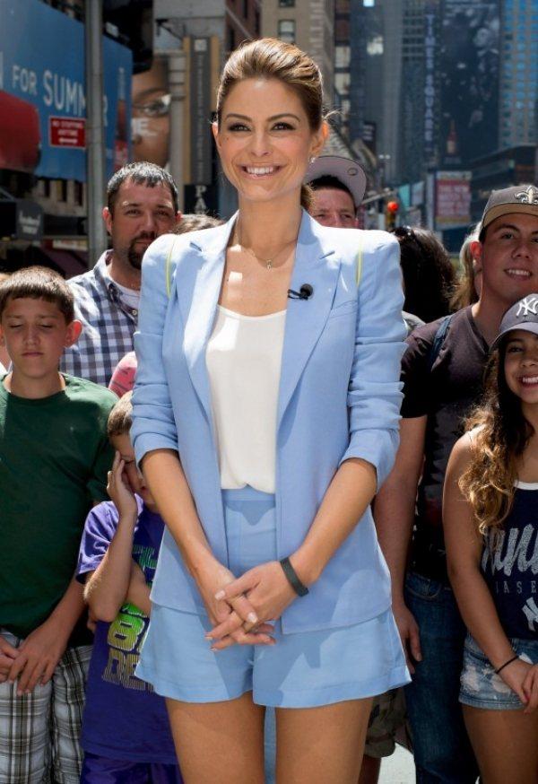 maria menounos水藍色系套裝襯托白皙膚質也展現知性美。圖/she.c...