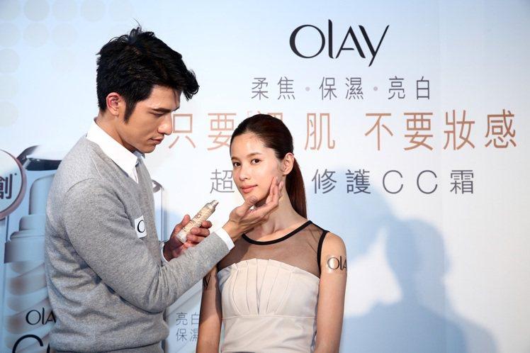 小凱老師分享最新彩妝趨勢,他指出將引領2014年最新美妝潮流的是「CC光」,而強...