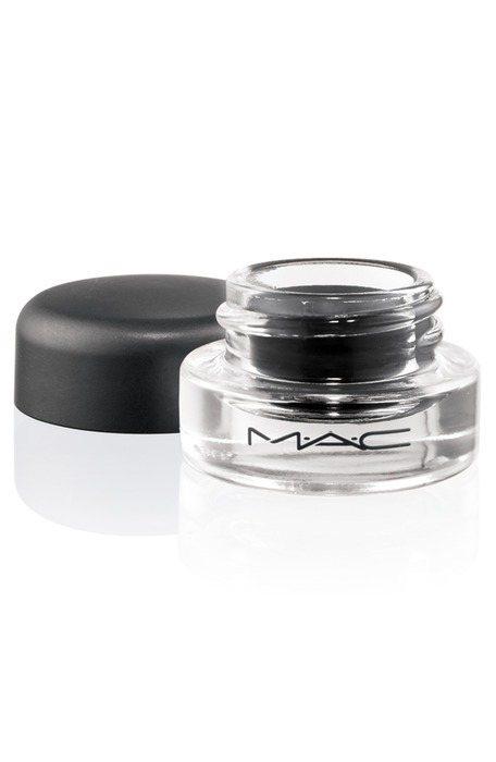 M.A.C 流暢眼線凝霜,680元/ 2.5g。特殊的凝霜狀材質,能輕易創造出柔...