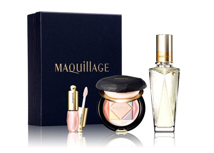 資生堂心機夜光香氛寶盒共有七彩蜜粉盒、夜光香氛凝露、微晶蜜口紅、3,000元。圖...