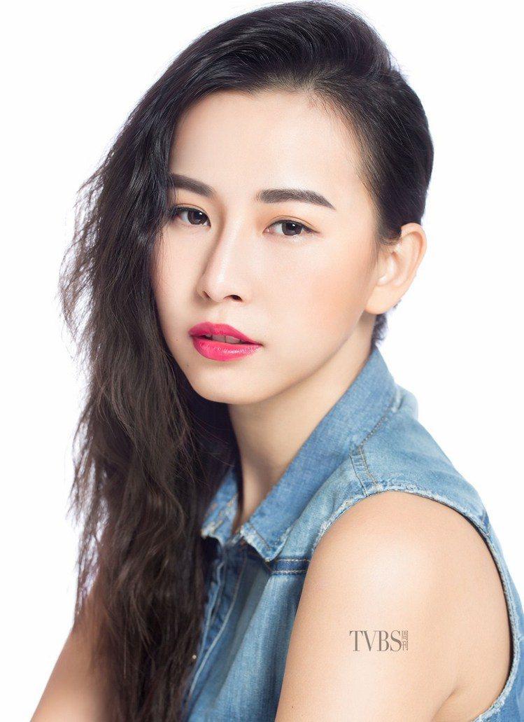高雅拉式粗眉打造個性妹。圖/TVBS周刊