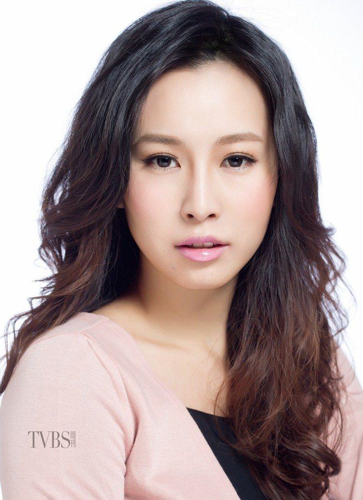 尹恩惠式「淡粗眉」妝出無害感。圖/TVBS周刊