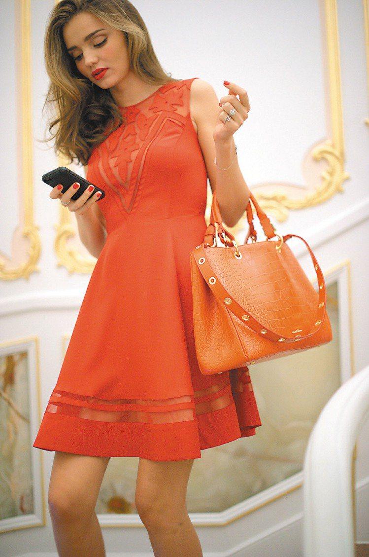 一抹鮮豔的霧面紅唇,能讓女孩們一出場就擄獲眾人視線,再搭配亮麗的橘紅色洋裝,走在...