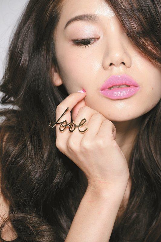 輕熟女唇妝,讓男人都想喵一眼。圖/美人誌提供