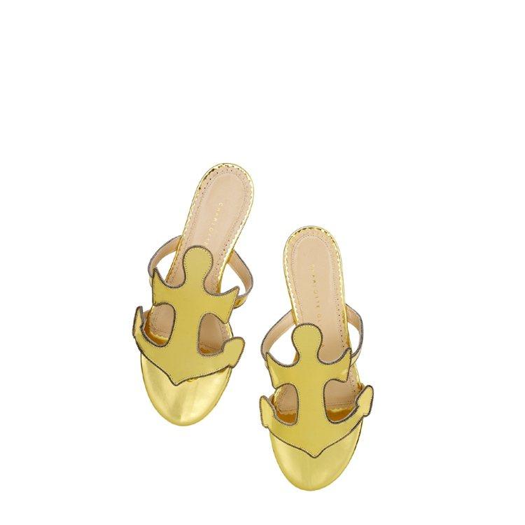 船錨造型金色平底涼鞋,30,800元。圖/Charlotte Olympia提供