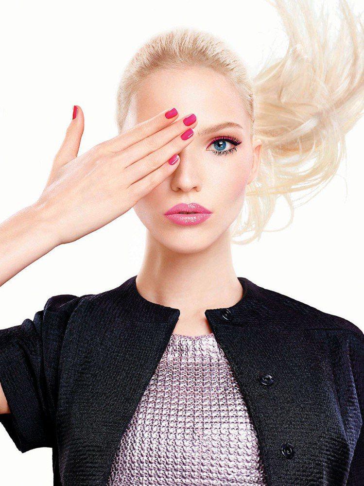 迪奧癮誘超模電眼睫毛膏放送電力雙眸。圖/迪奧提供