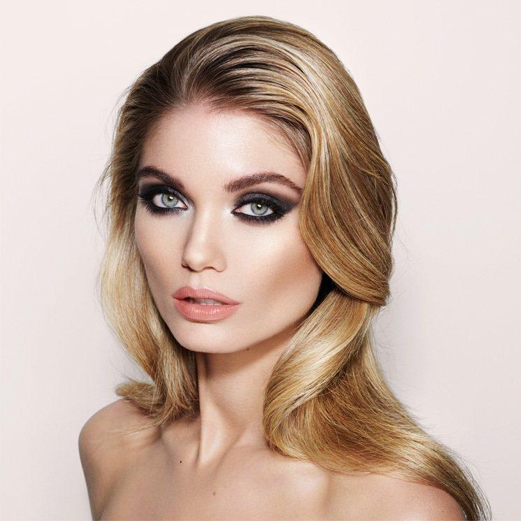 Charlotte Tilbury 表示這組超模妝靈感來源自九○年代的超模們,以...