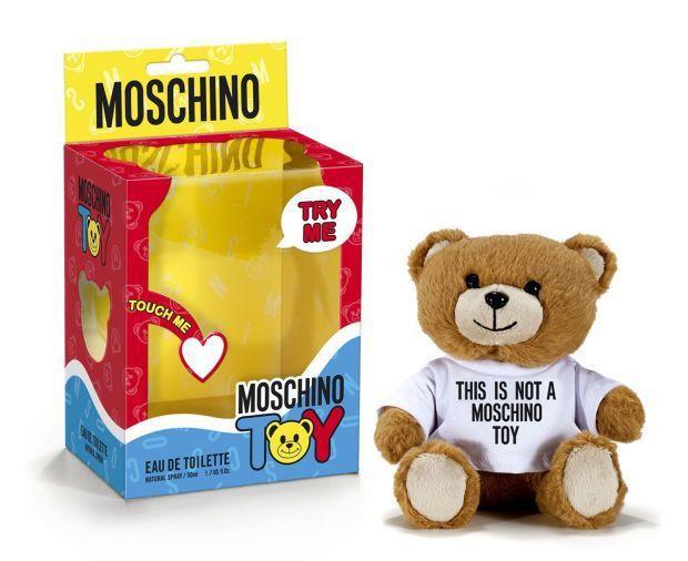 Jeremy Scott 是個「玩具癡」,為 Moschino設計新香水「Mos...