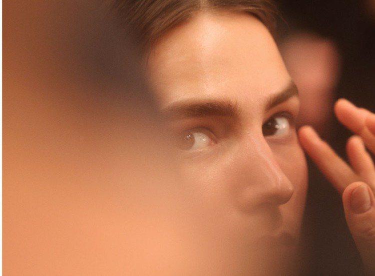 使用化妝品的年齡有越來越年輕的趨勢,但你知道怎麼樣化妝才是最聰明的嗎?先不管你有...