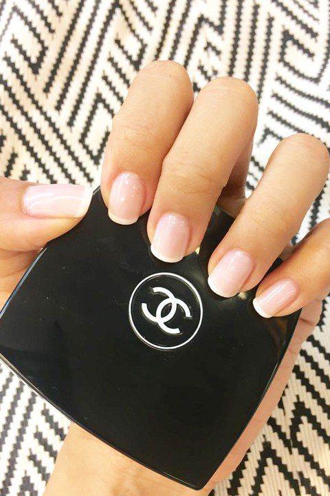現在妝容追求清透自然的光澤裸妝或是「比素顏更美」的偽素顏,其實手部美容同樣可以!...