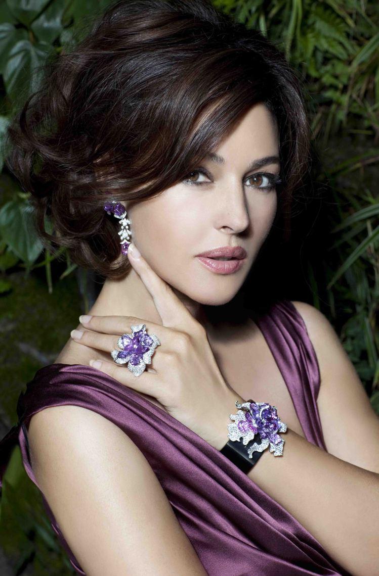 莫妮卡貝魯琪配戴卡地亞Sortilege系列珠寶。圖/卡地亞提供