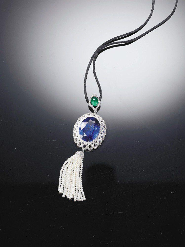 月系列「湛藍」天然坦桑石祖母綠鑽墜。圖/曾郁雯提供