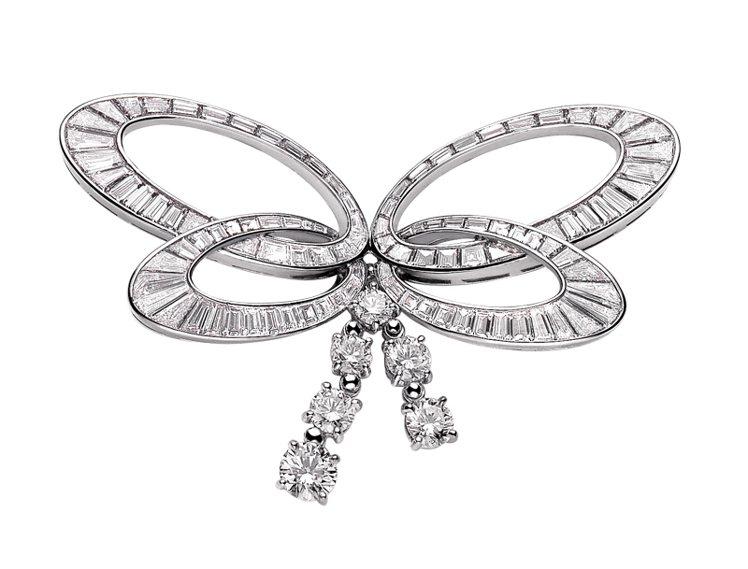 BVLGARI 頂級珠寶鑽石別針,鉑金材質,鑲嵌鑽石共6.17克拉。圖/珠寶之星...