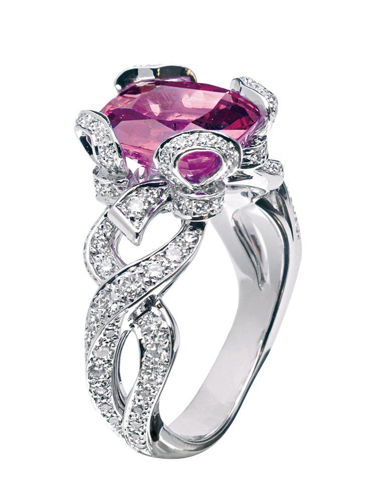 DIOR Aveu戒指,鑲嵌4.64克拉粉紅剛玉與0.76克拉鑽石。圖/珠寶之星...