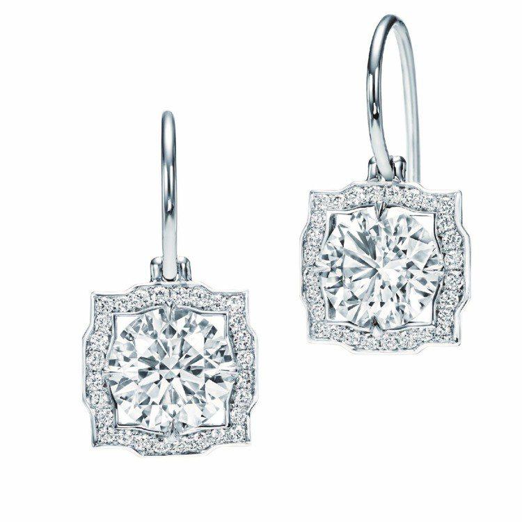 妮可基嫚配戴的Belle系列鉑金鑽石耳環。圖/海瑞溫斯頓提供